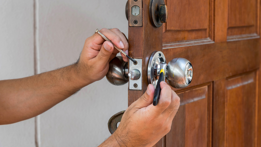 what is a locksmith door locks