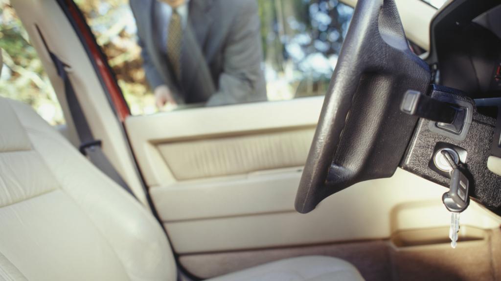 locked keys in car need a mobile car locksmith